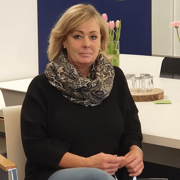 Nadine-Ellwart-Bürohälterin-Officecare